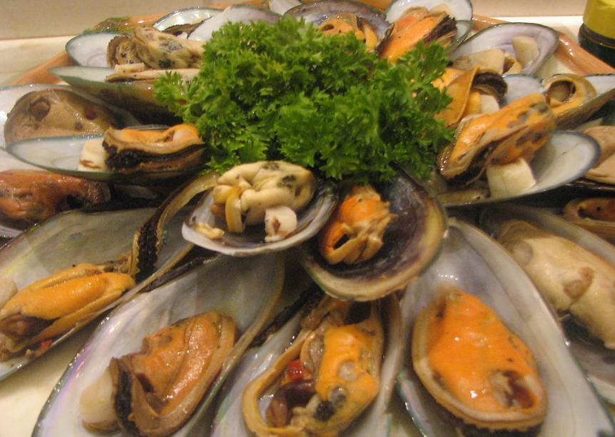 西贡 西贡的海鲜美食闻名中外,您可以到临海的露天海鲜餐馆,享用